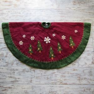 Christmas Tree Skirt Buttons Snowflakes Red Green